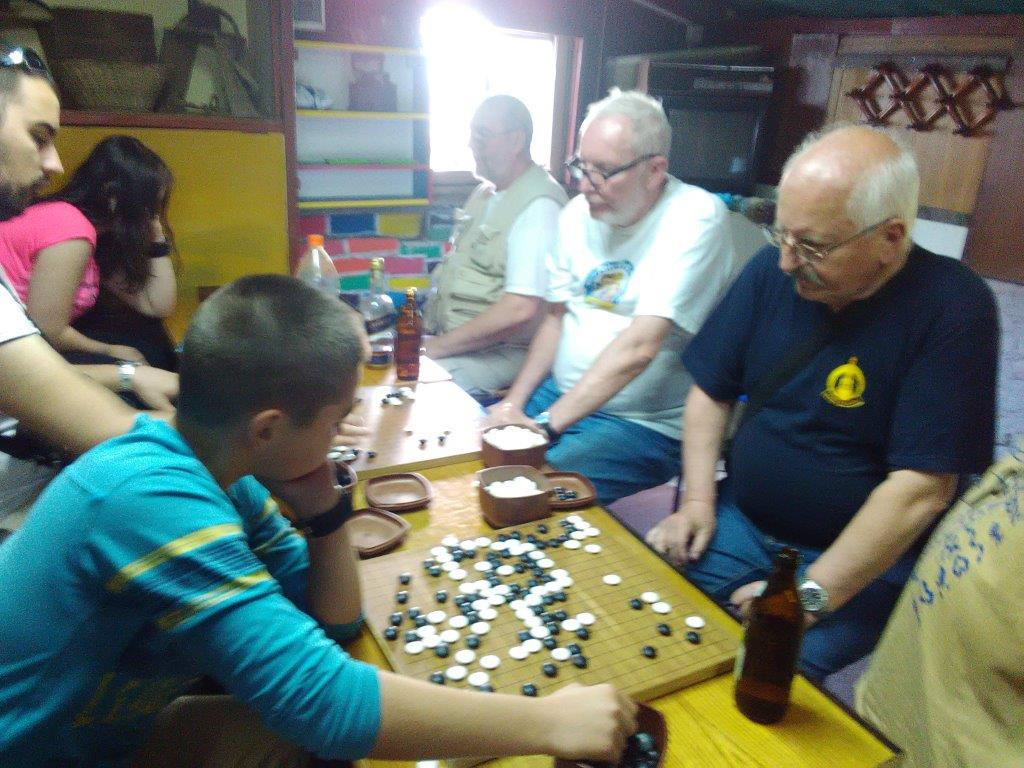 Slovak guests play with my pupils in the Go club (May 2017)